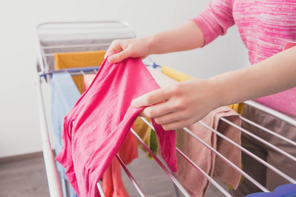 Как быстро высушить одежду после стирки: за ночь, за пять минут, в походе, без сушилки, феном, в стиральной машине