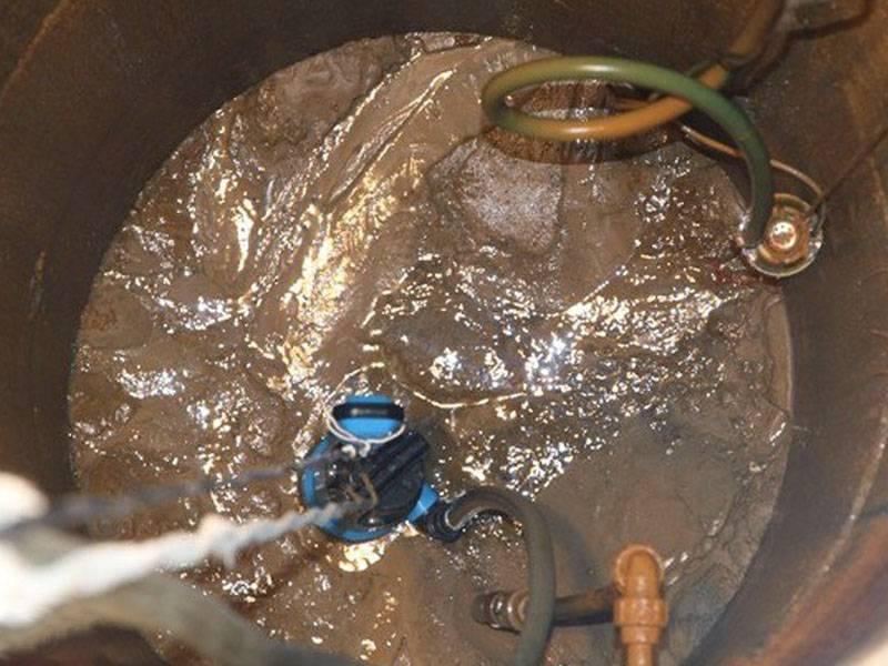 Почему в колодце желтая вода: в чем причины и что делать?