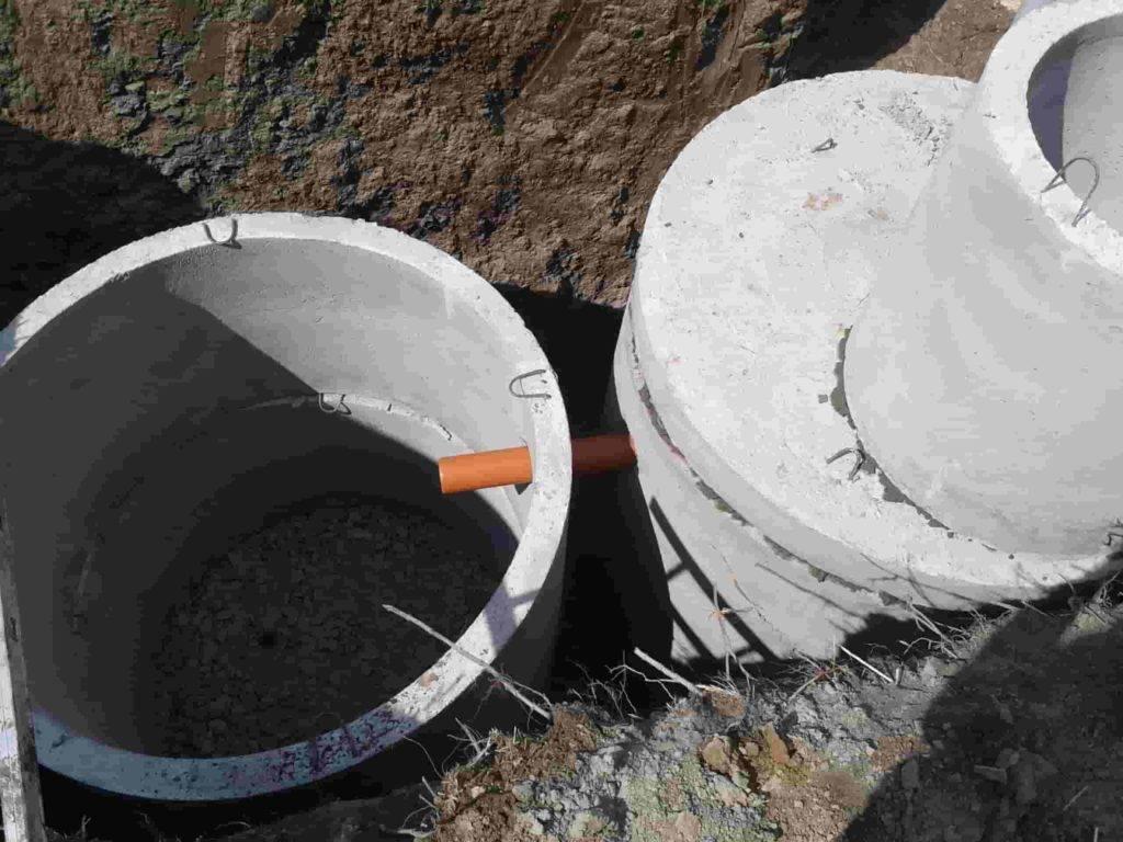 Монтаж канализационного колодца: герметизация, размеры, глубина, объем, диаметр, требования к канализационным колодцам, чертеж установки и врезки