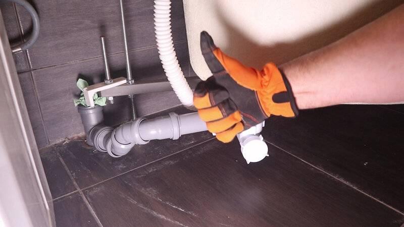 Неприятный запах из канализации в квартире: причины появления и способы устранения