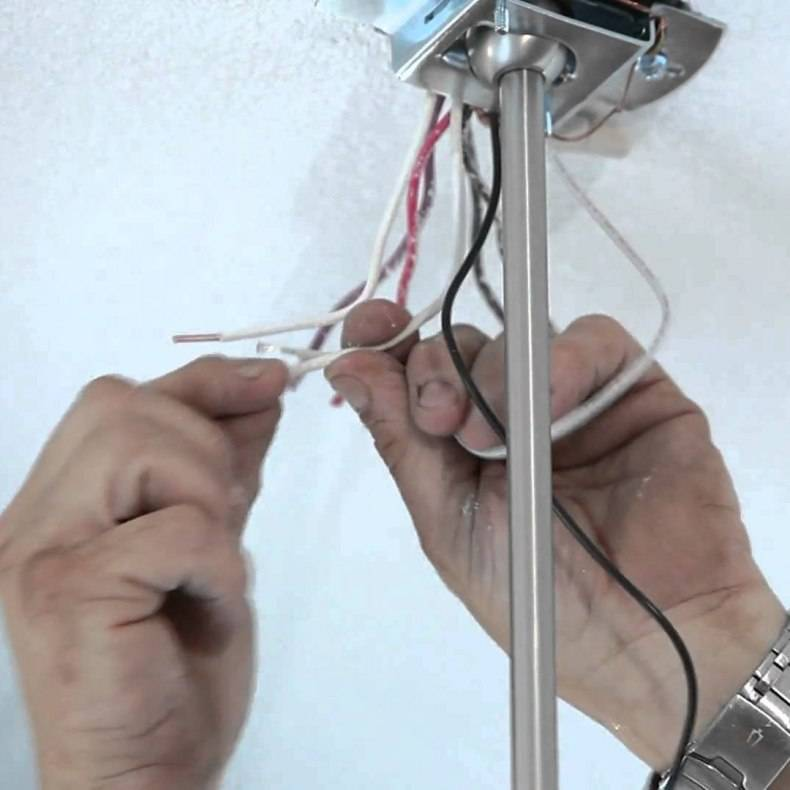 Как сделать установку светильников, встраиваемых на потолке и стенах: рекомендации по установке спотов, люстр и светильников