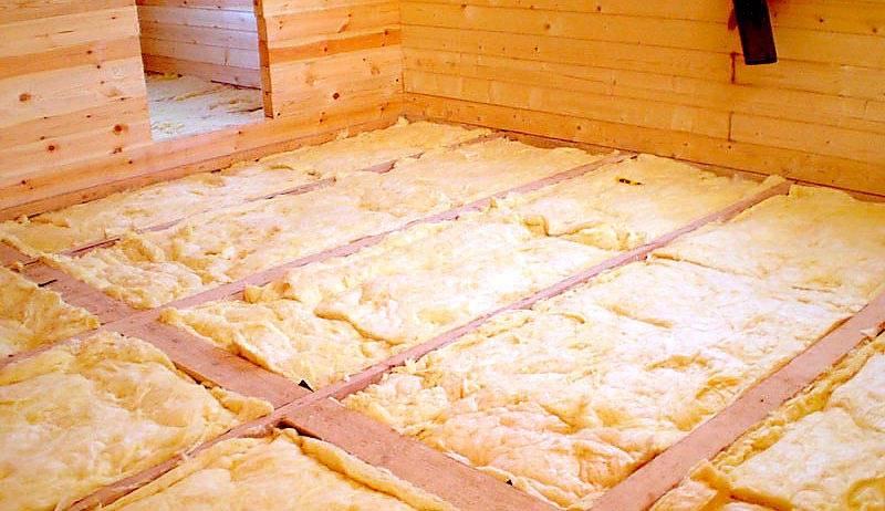 Утепление пола в деревянном доме снизу: рейтинг материалов ????