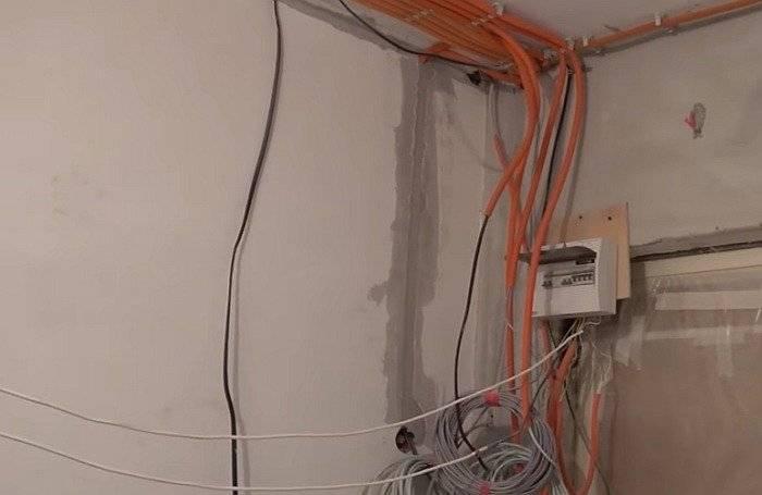 Проводка по потолку в квартире: порядок монтажа и распространенные ошибки