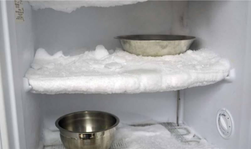 Как быстро разморозить холодильник: 5 способов