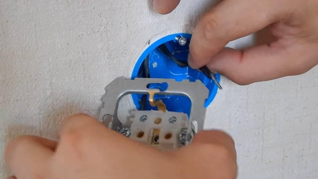 Установка подрозетника в перегородку из гипсокартона