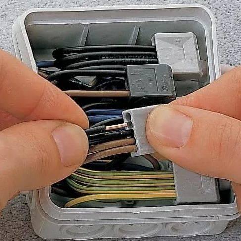 Клеммы для соединения проводов: какие клеммники лучше и почему