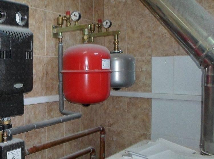 Установка расширительного бака в системе отопления открытого и закрытого типа