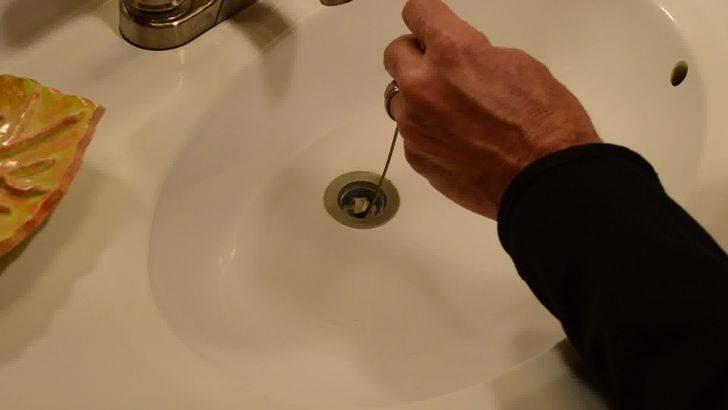 Как прочистить засор в раковине в домашних условиях: устранить механическим способом, самостоятельно убрать народными средствами, удалить специальной химией?