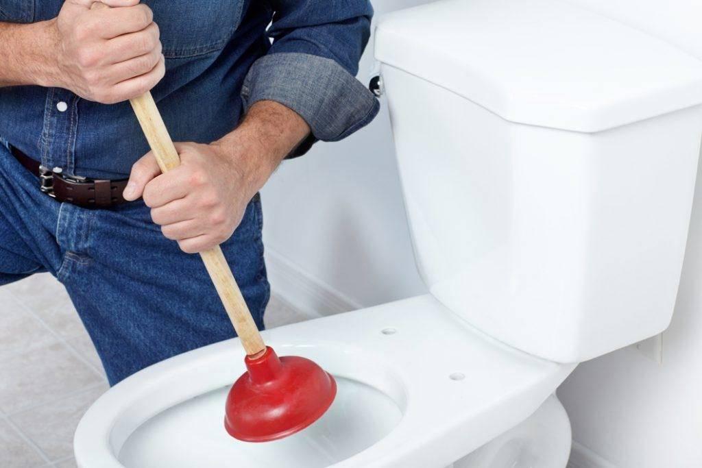 Забился унитаз: как прочистить самостоятельно легко и просто