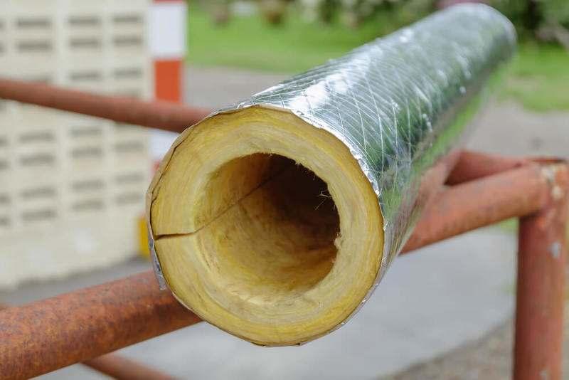 Как утеплить трубы отопления на улице?