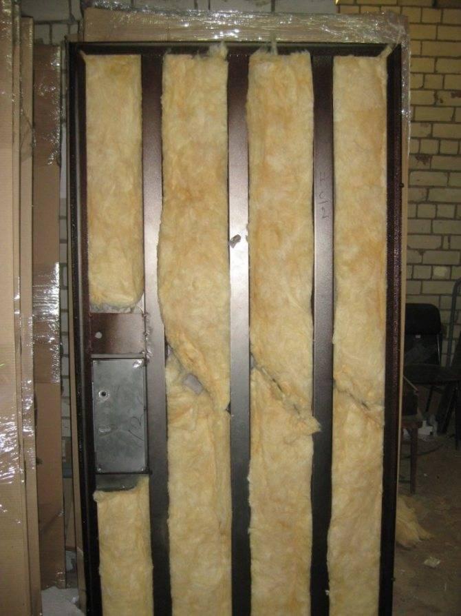 Как утеплить дверь входную на даче. утепление снаружи дачной двери