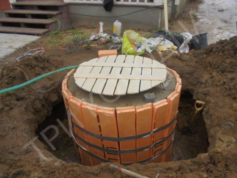 Утепление колодца из бетонных колец - методы и материалы