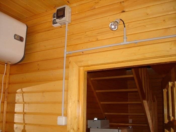 Наружная проводка в деревянном доме: выбор кабеля, ввод электролинии