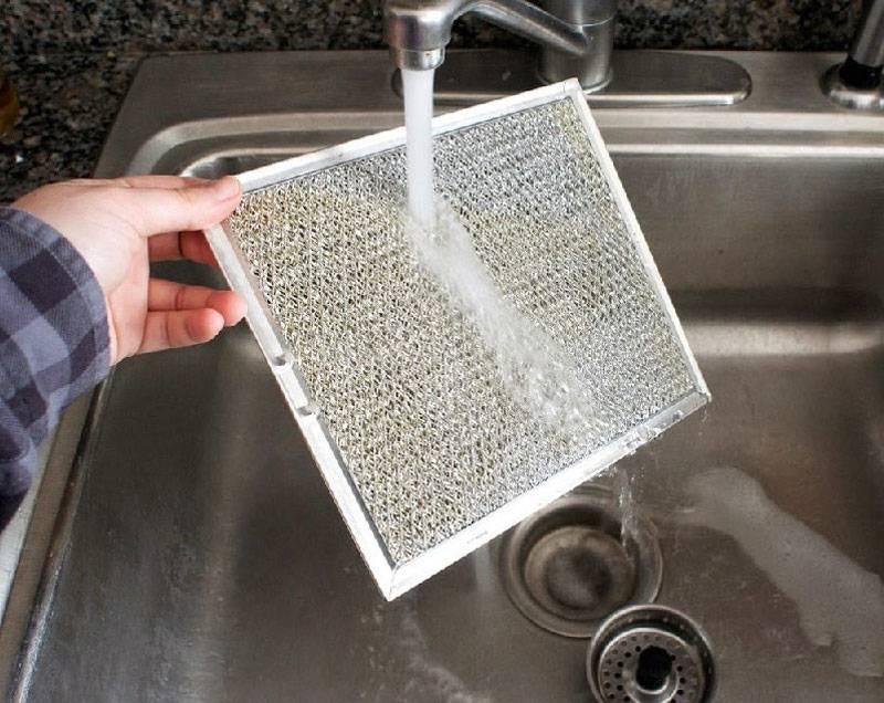 Чем вымыть фильтр от вытяжки