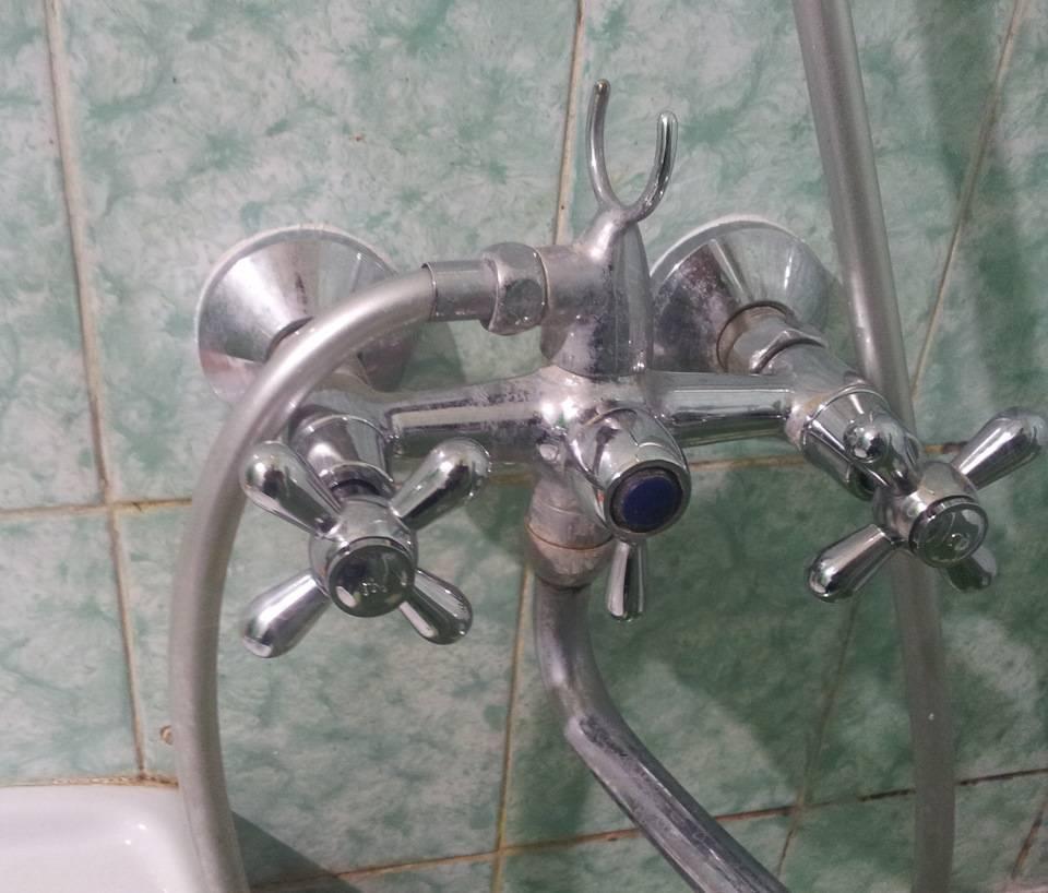 Меняем смеситель в ванной