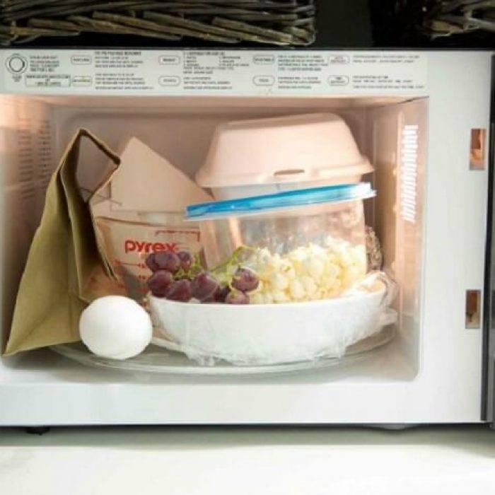 12 вещей, которые никогда нельзя класть в микроволновку