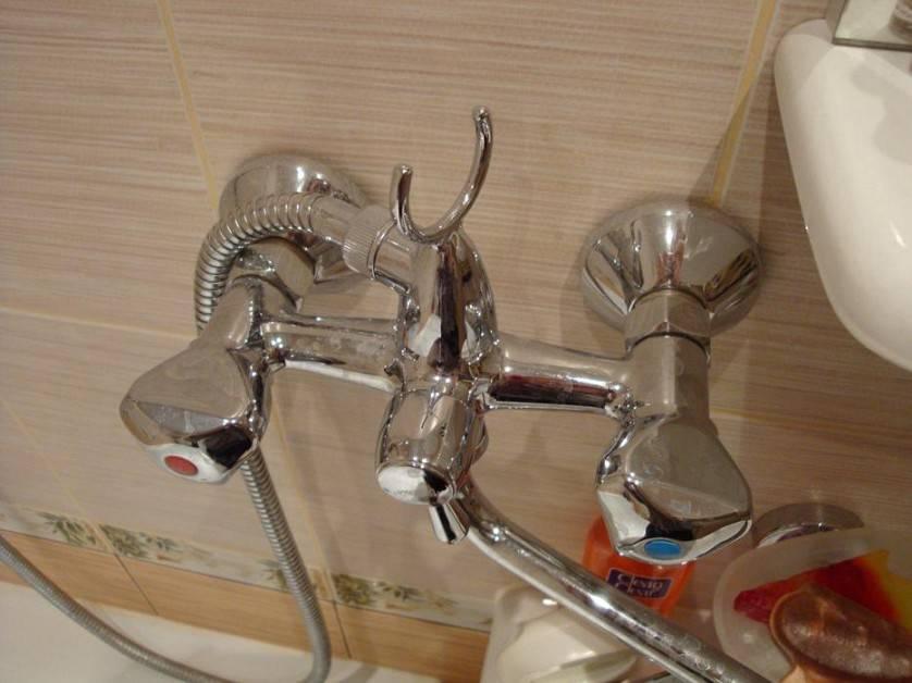 Ремонт смесителя двухвентильного типа в ванной – как разобрать и починить?