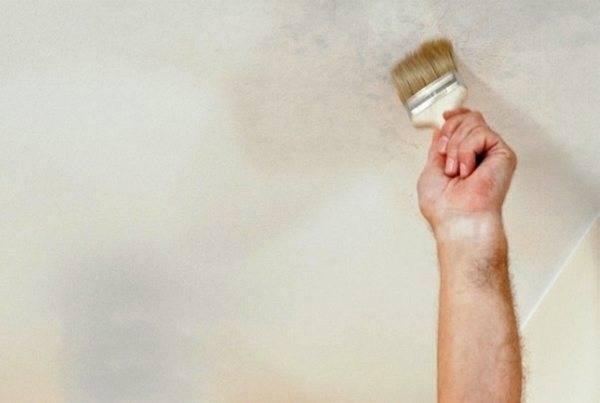 Мокрые пятна с ржавчиной на потолке — причины их появления, что делать