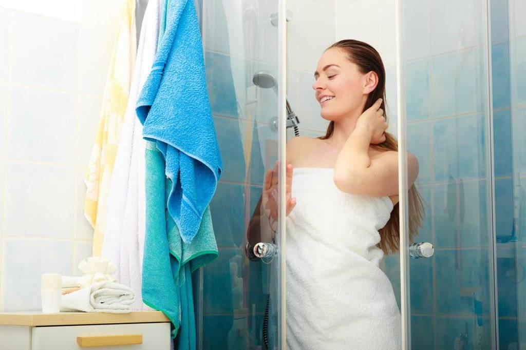 Как правильно ухаживать за душевой кабиной: чем мыть и много другое