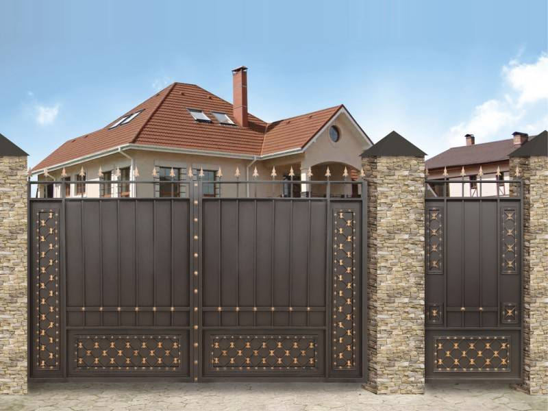 Ворота с калиткой для частного дома: разновидности и советы покупателям по выбору