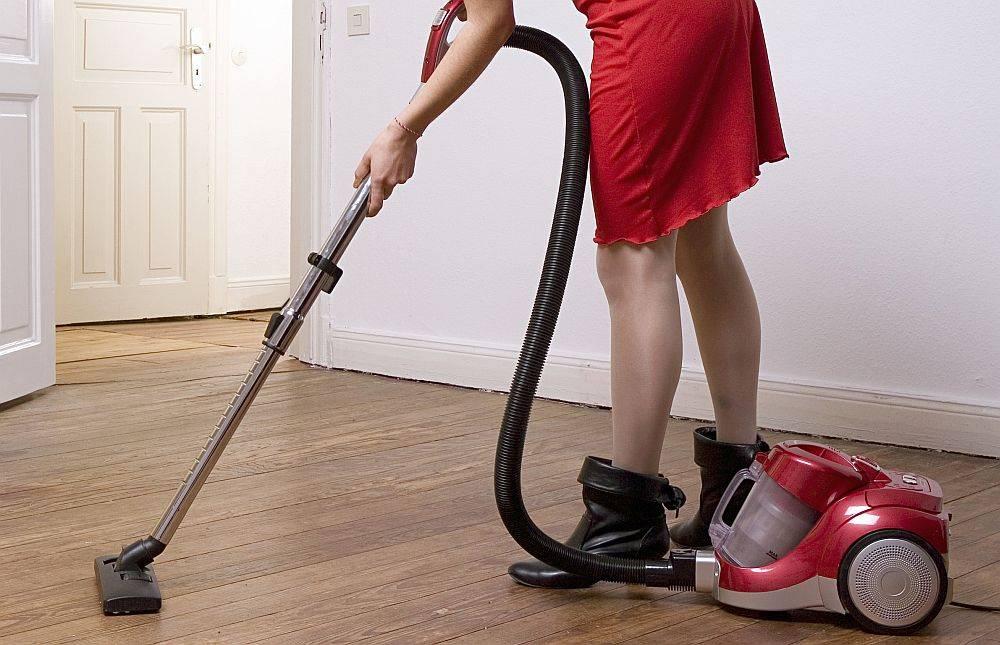 Профессиональный уборщик с 40-летним стажем рассказал, как нужно мыть пол