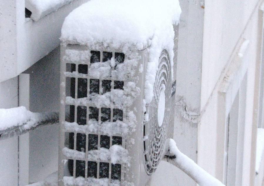Можно ли, при какой температуре и почему нельзя включать кондиционер зимой?