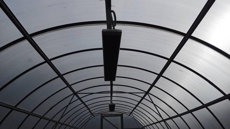 Инфракрасный электрообогреватель для теплицы из поликарбоната: правила выбора, принцип работы, преимущества и недостатки