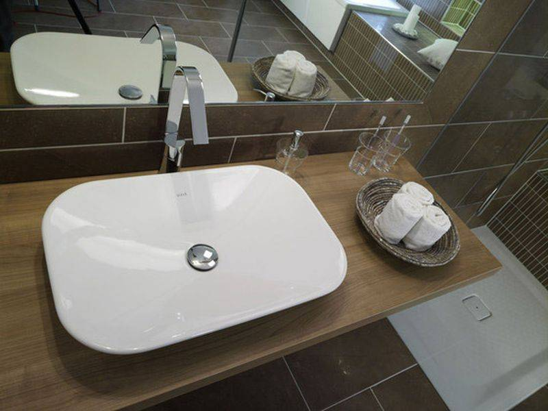 Раковина, встраиваемая в столешницу в ванной: тонкости грамотного выбора и монтажа