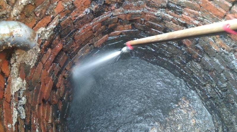 Как очистить выгребную яму или туалет в частном доме своими руками