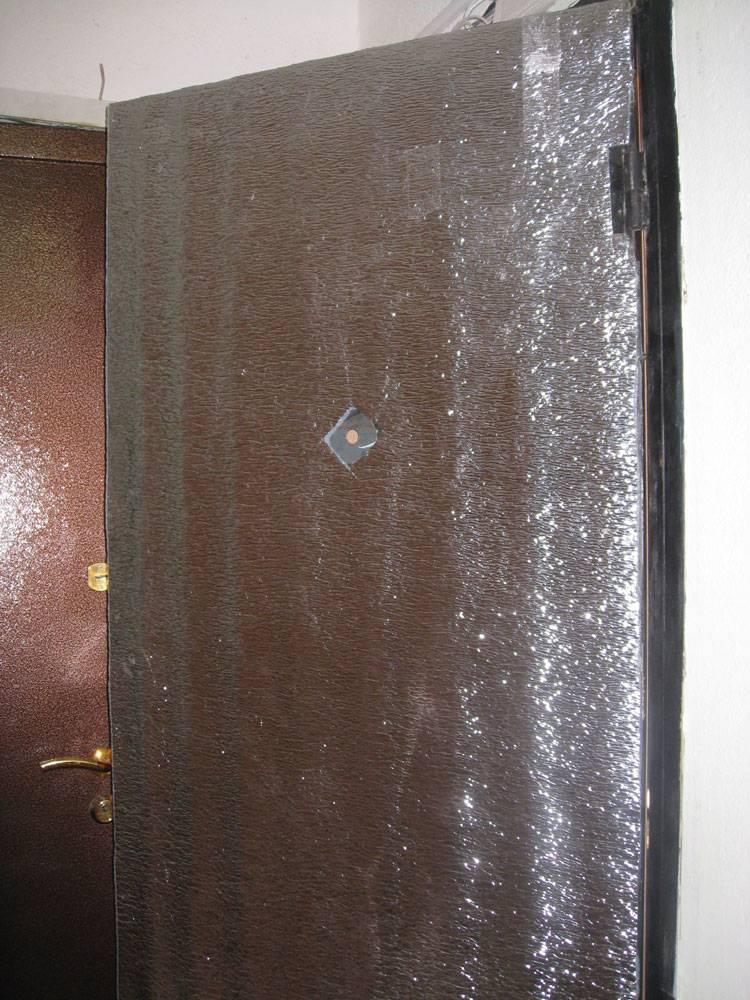 Как утеплить входные деревянные и металлические двери