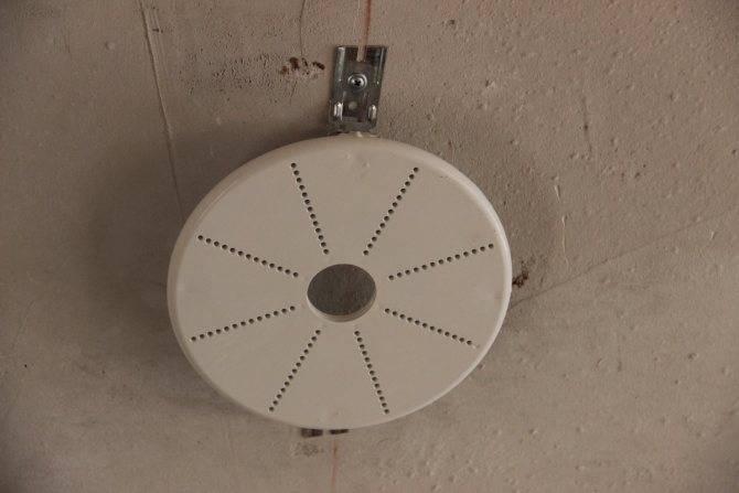 Крепление люстры к натяжному потолку