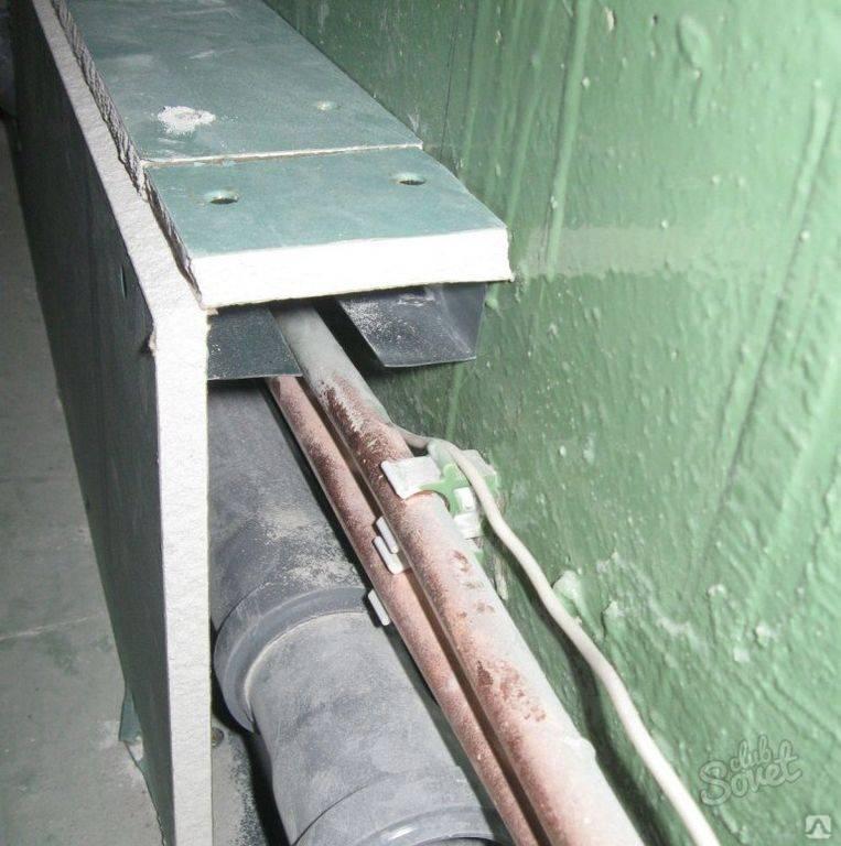 Как спрятать канализационные и водопроводные трубы в ванной комнате: варианты, фото, видео