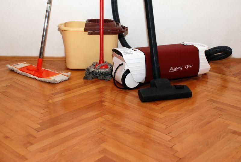 Советы опытных домохозяек, что делать сначала — пылесосить или вытирать пыль