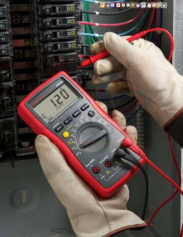 Как проверить напряжение в розетке мультиметром — правила использования оборудования