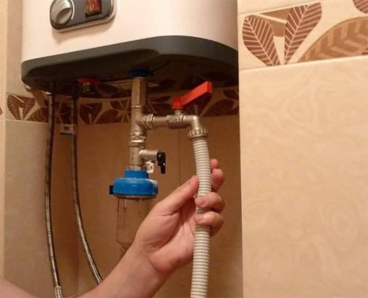Как слить воду с водонагревателя и в каких случаях это необходимо