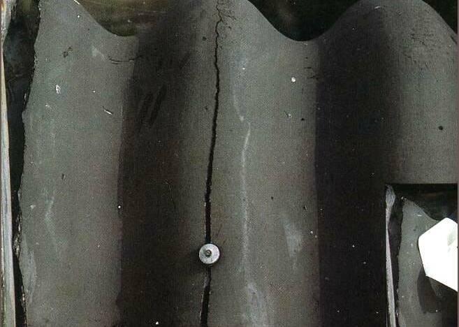 Чем замазать трещины в шифере на крыше: рассматриваем тщательно