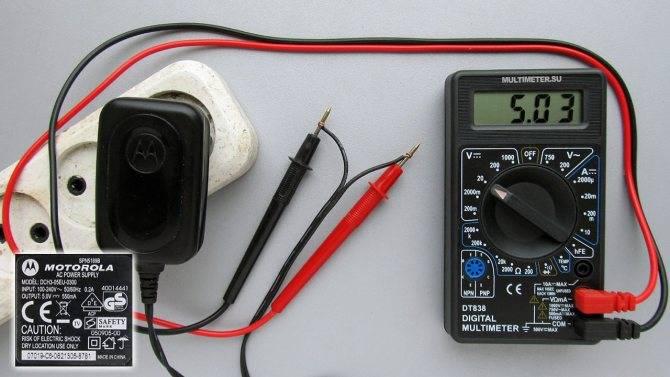 Как проверить напряжение в розетке мультиметром: правила измерения