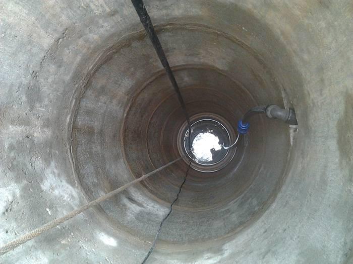 Швы колодца, герметизация колодцев, как заделать течь, гидропломба и раствор