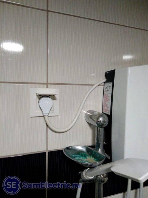 Как подключить проточный водонагреватель к электросети и смесителю в квартире.