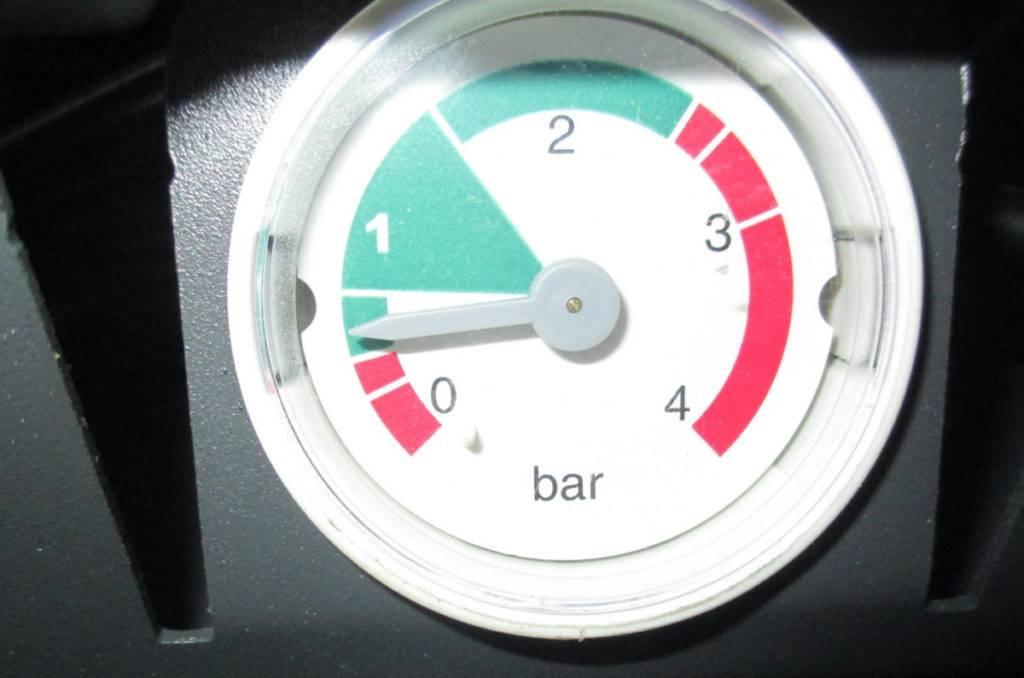 Почему падает давление в газовом котле: 10 самых частых причин