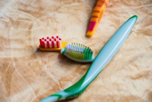 20 способов применения старой зубной щетки :: инфониак