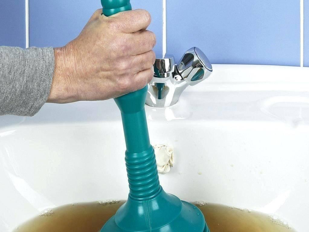 Почему засоряется канализация и как можно прочистить засор своими руками?
