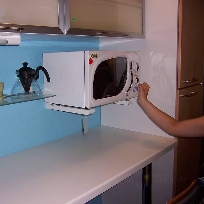 Можно ли повесить микроволновку или шкаф над газовой плитой - ответы на вопросы и интересные идеи