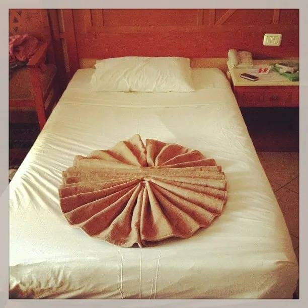 Как правильно сшить покрывало на кровать из портьерной ткани