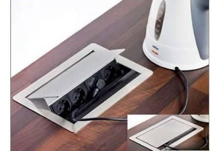 Розетки в столешницу на кухне: встраиваемые врезные и выдвижные скрытые блоки