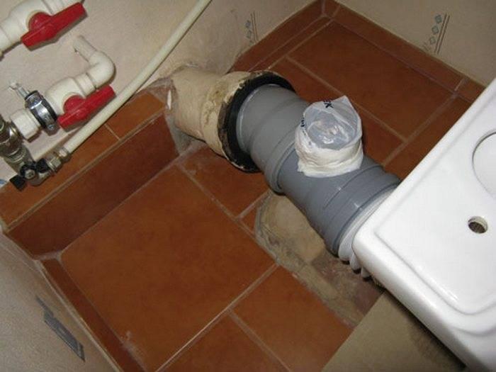 Причины появления запаха в туалете и способы решения проблемы