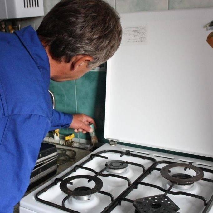 Почему шумит газовая конфорка: возможные причины и способы их устранения