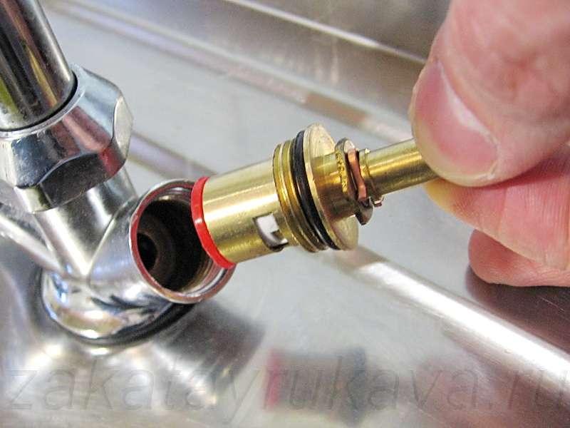 Протекает кран: пошаговая инструкция по ремонту течи в кране - san-remo77.ru