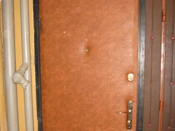 Варианты утеплителя, технологии и материалы, необходимые для работы с металлической дверью самостоятельно