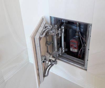 Ревизионные сантехнические люки для ванной комнаты: размеры, виды, установка